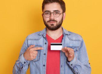 El uso de la tarjeta de crédito cae mientras que los créditos rápidos aumentan